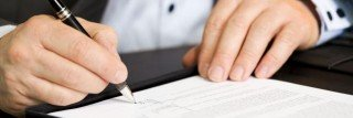 skup-aut-szczecin-podpisanie-dokumentów-sprzedaży-samochodu